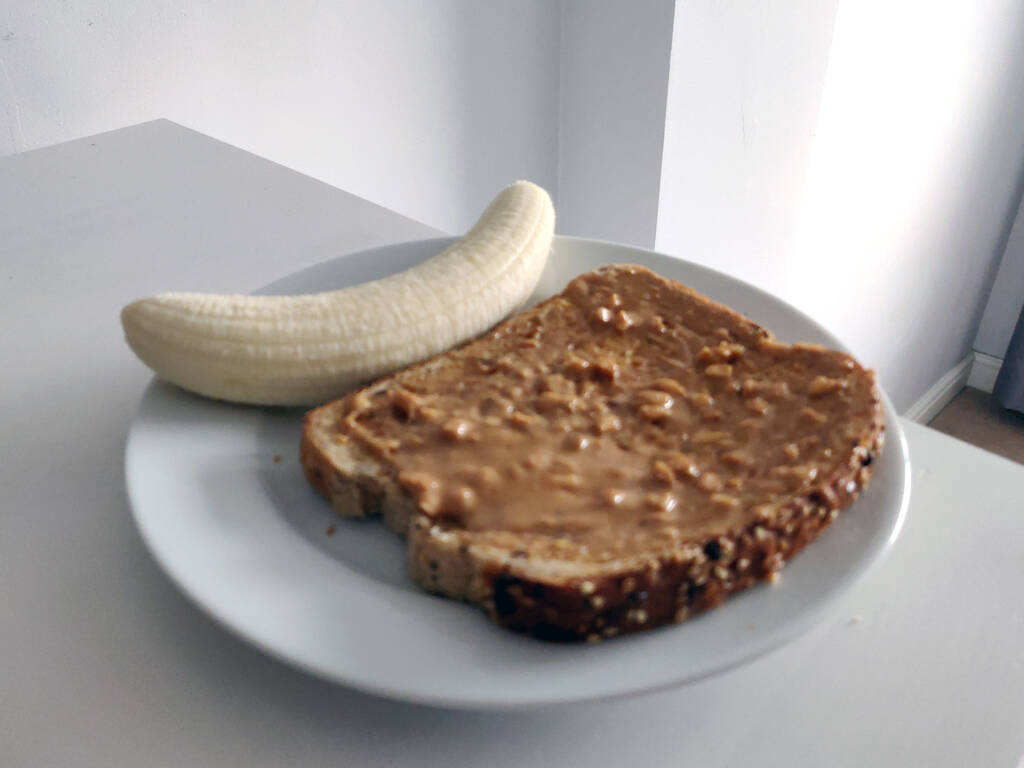 banana with crunchy peanut butter toast - what I eat before running.